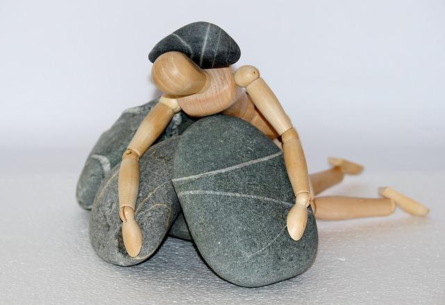 postava v kamenech