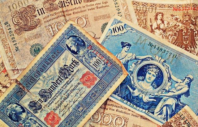 roztržené staré bankovky