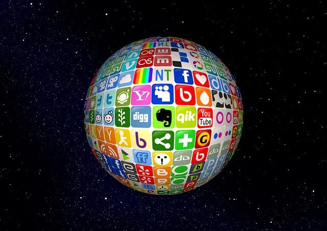 zeměkoule pokrytá ikonami internetových stránek