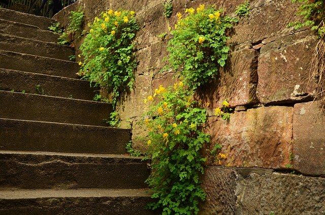 hradní kamenné schody