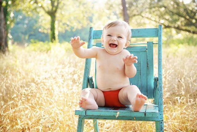 dítě na židli