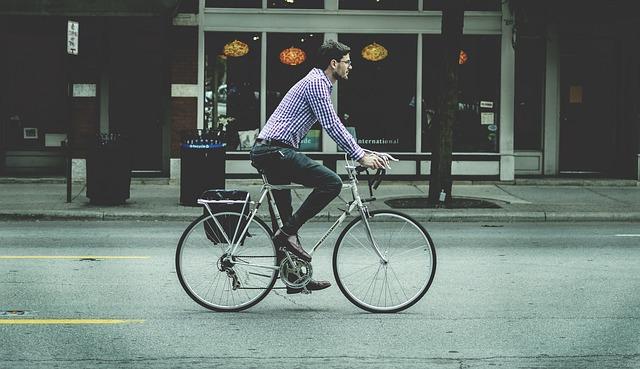 cyklista jedoucí na kole