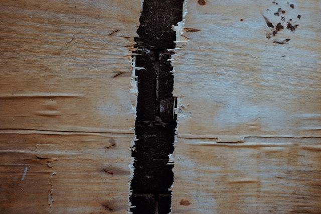 Dřevěná rozlomená deska