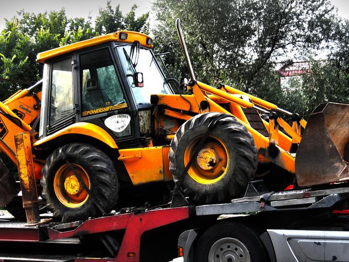 nájezd traktoru na kamion