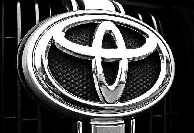 Chromované logo Toyota