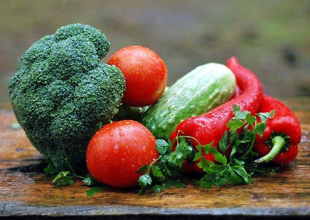 zelenina, brokolice, rajče, okurka
