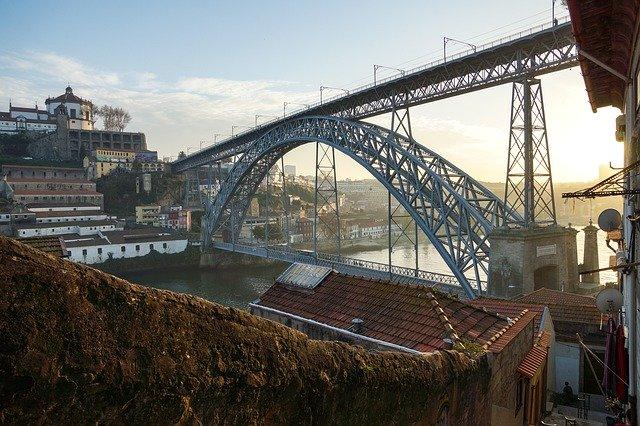 slavný most v Portu