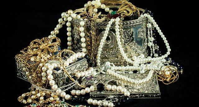 Spousta šperků